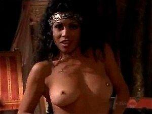 Leslie Olivan  nackt