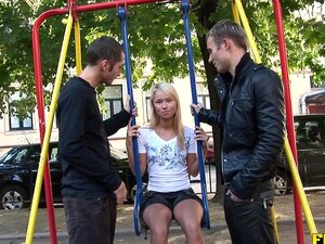 Double Russisch Teamed Teen Teen girl