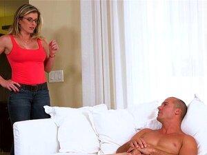 Ein Typ fickt die hübsche Lily Rader mit Leidenschaft und füttert sie mit Sperma